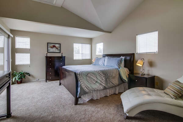upstairs Master suite, king bed