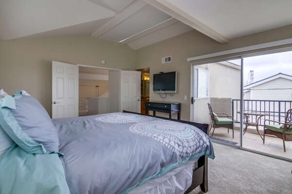 upstairs Master suite, flat screen TV, private balcony with bay views