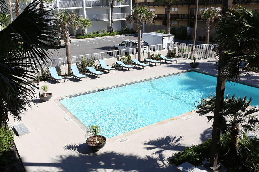Franke Plaza Pools (Accessible for Breakers Guests)
