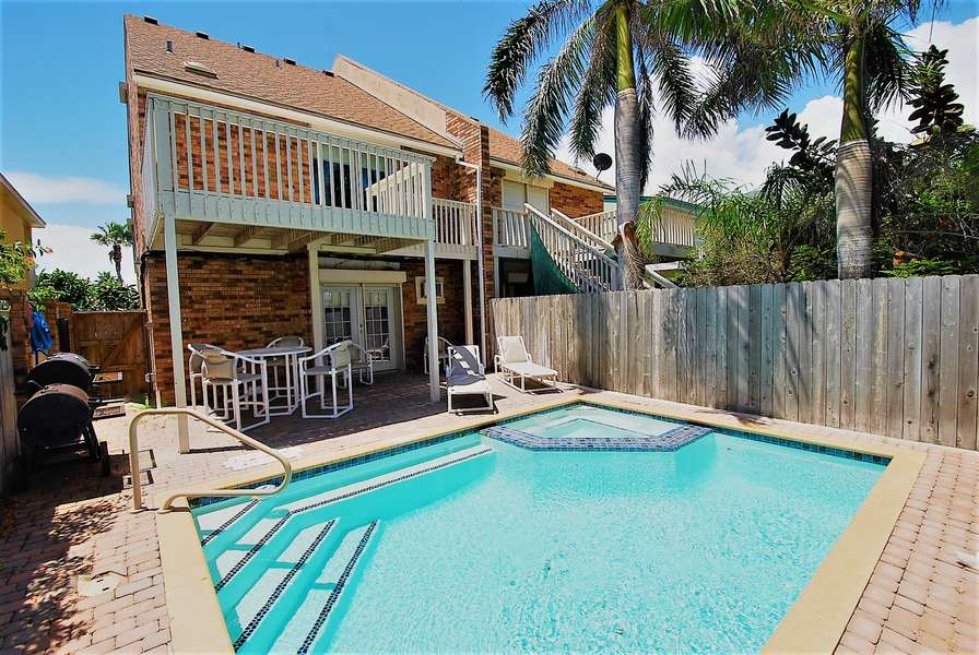 3 Bedroom Townhouse with private pool, Less than half a block from the beach