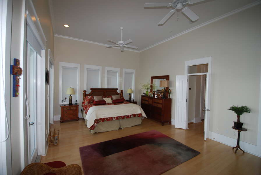 Master Bedroom; King size bed3rd Floor
