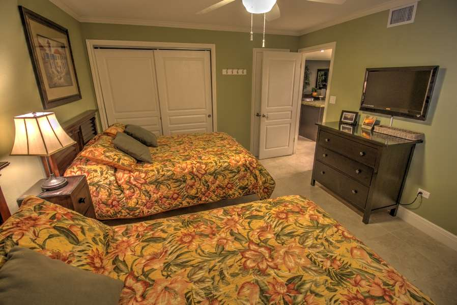 2nd Bedroom; 2 Queen Size Beds