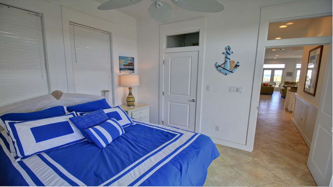 2nd Bedroom; Queen size bed; Down hall from main living area (2nd/Main Floor)
