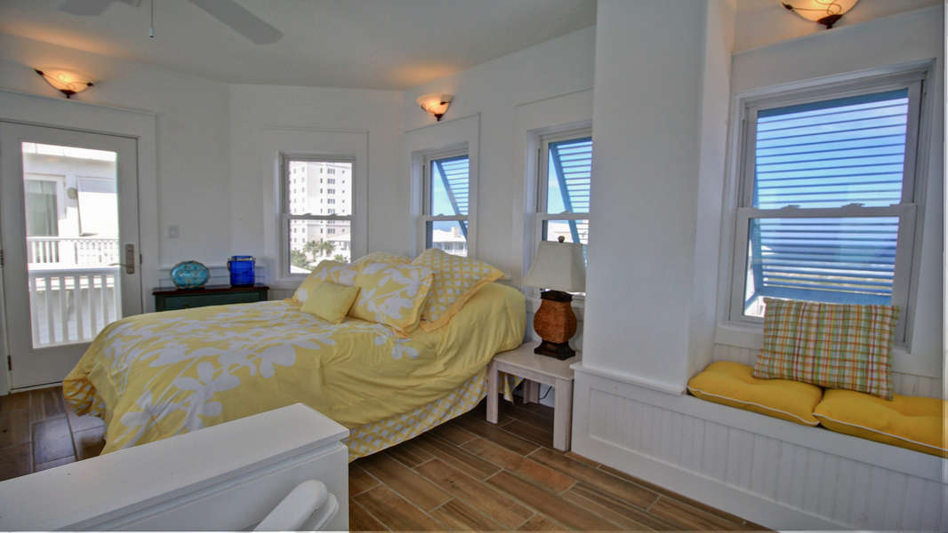 4th bedroom located on the 4th floor/ lookout tower; Full Size Bed: Window Nook