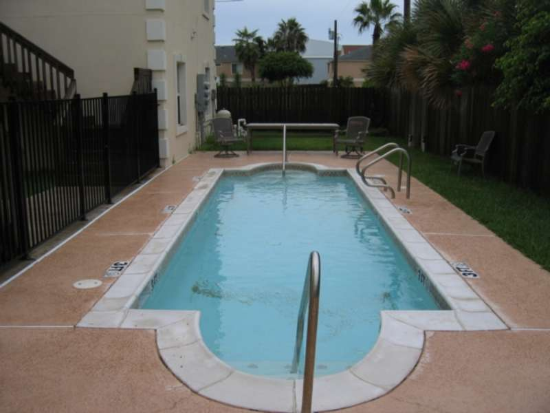 Communal Pool: Shared with