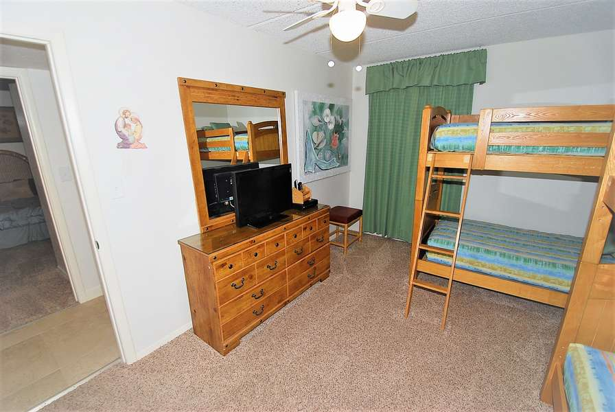 Guest Bedroom; 2 bunk beds (all 4 twin size)