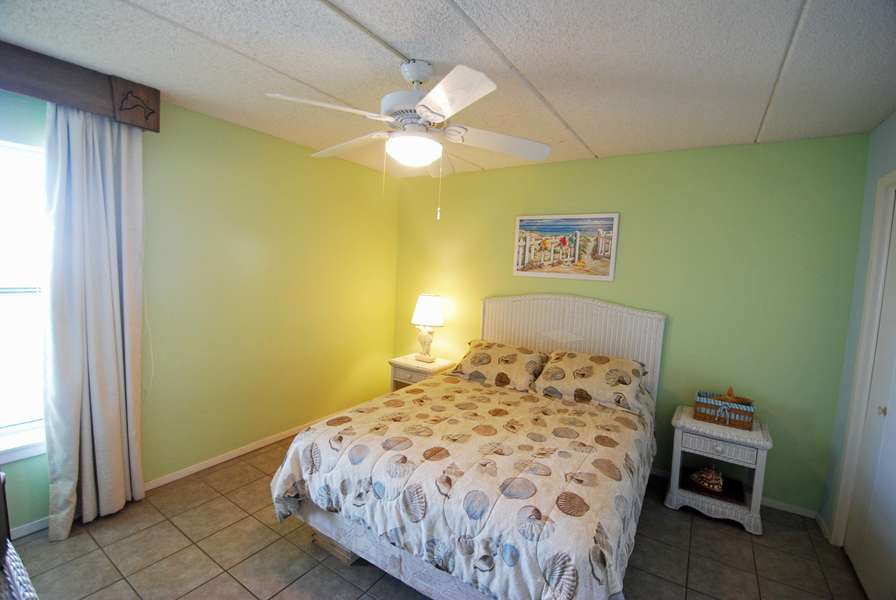Guest Bedroom; Queen Size Bed