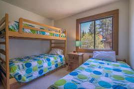 Bedroom 3 Bunk bed plus twin bed