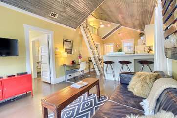 Bright and cheery bungalow in a fantastic location, just 2.5 blocks to SoCo shops and restaurants!