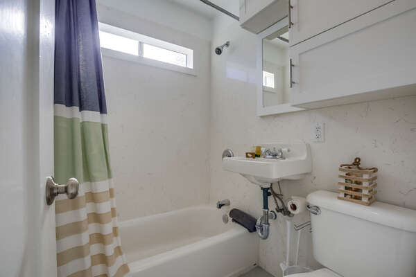 upstairs apartment: full bathroom