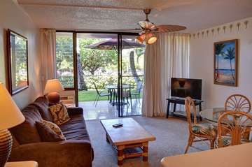 Living and dining area open to lanai