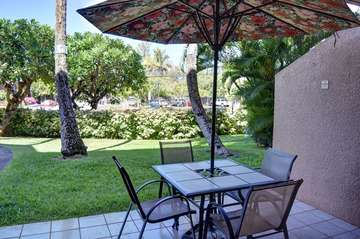 Large ground floor lanai with seating for 4