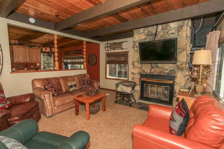 Cozy Living Room Furnishings