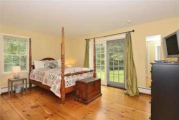 Main Level - Bedroom