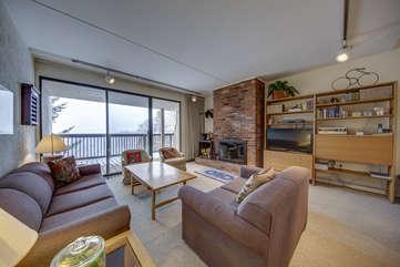 Living area (3rd Floor)