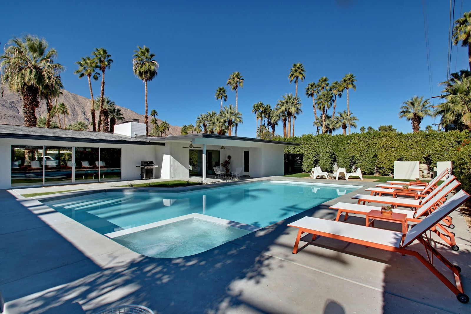Vacation In Style At The Hollywood Glamour Palm Springs