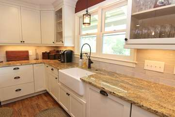 Farmhouse sink, granite countertops