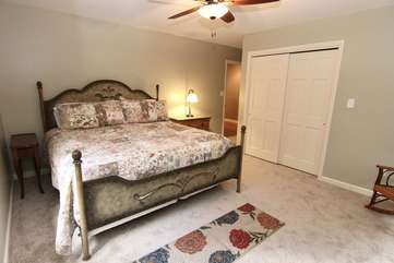 Bedroom w/King bed & TV-upper level