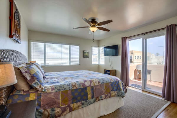 Master bedroom with King Bed, balcony access (3rd floor)