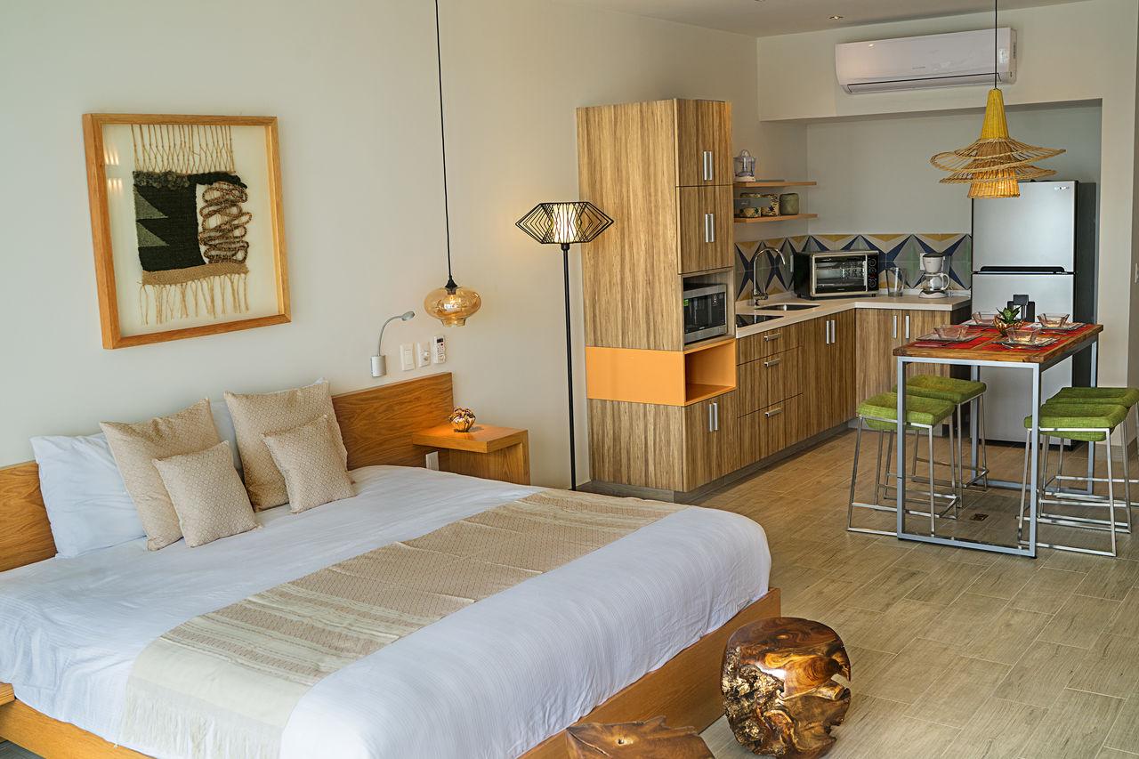 Opal 402 - Mint 1 studio BR w/King Bed photo 16250550