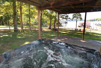 hot-tub overlooking those sunsets on the lake