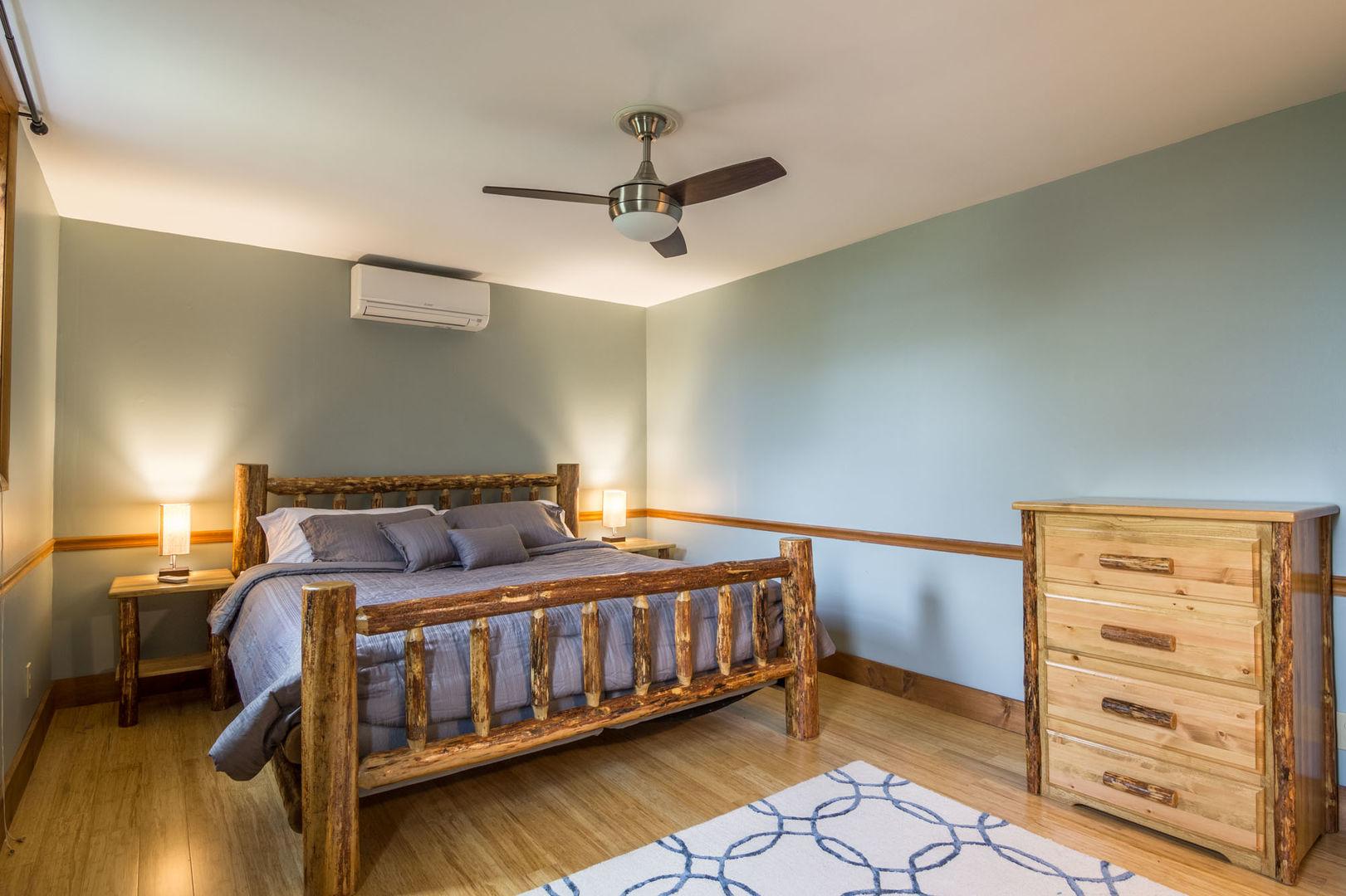 King sized bedroom