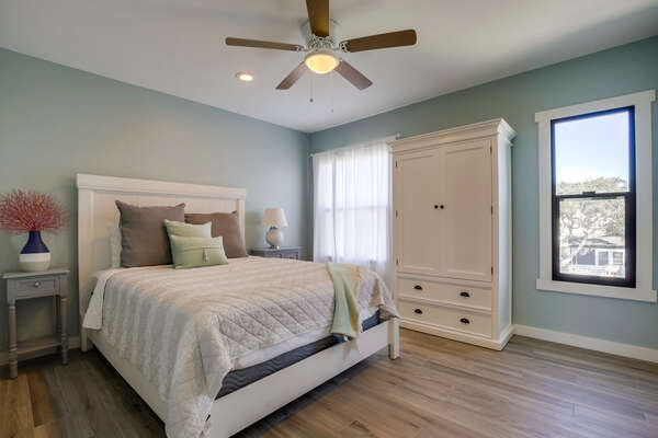 Master bedroom with Queen bed, flat screen TV