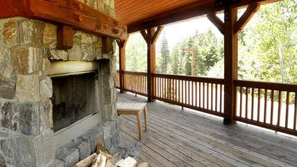 Fireplace/Deck