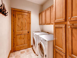 Washer/Dryer, Mudroom area. Detergents and dryer sheets provided.