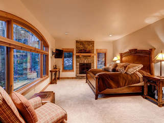 Master Suite, King Mattress, Rocky Mountian Decor throughout