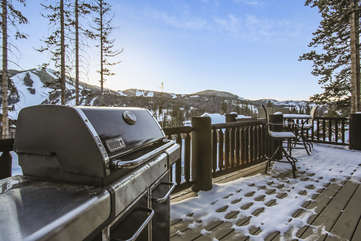 Huge deck with amazing views and Weber gas grill