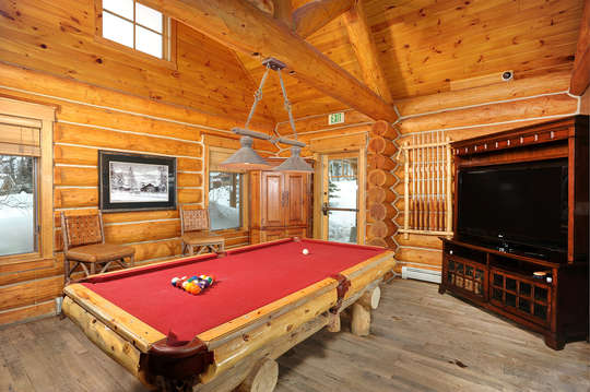 Minnies cabin clubhouse with lounge, pool table and hang out area