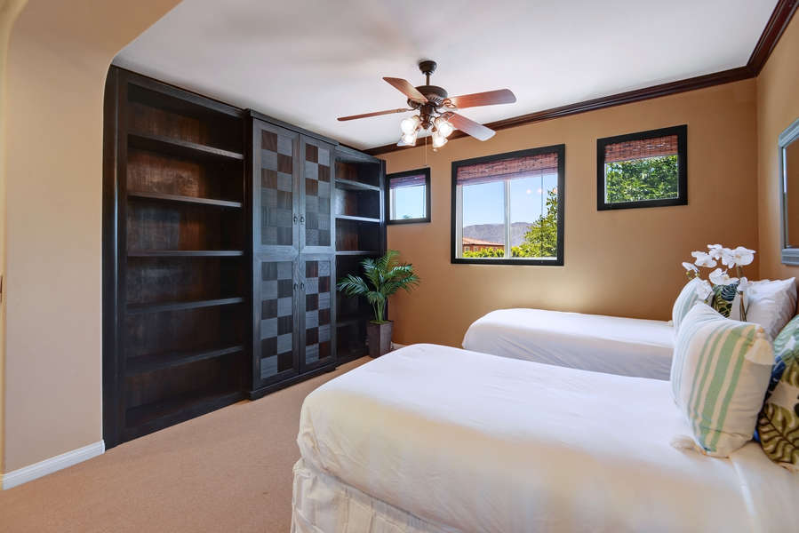 Guest bedroom 6 with two twin beds