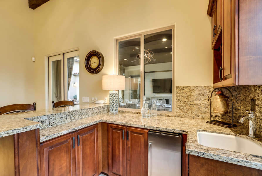 Wet bar located off the living room
