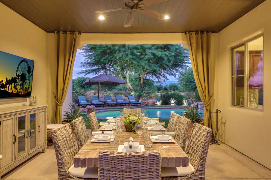 Al fresco dining for 10 with outdoor TV