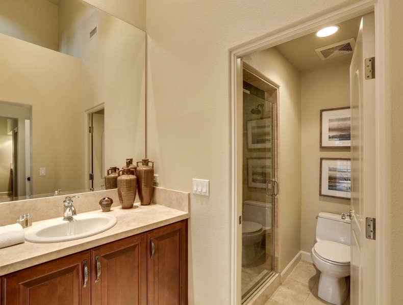Casita en suite full bath with walk-in shower
