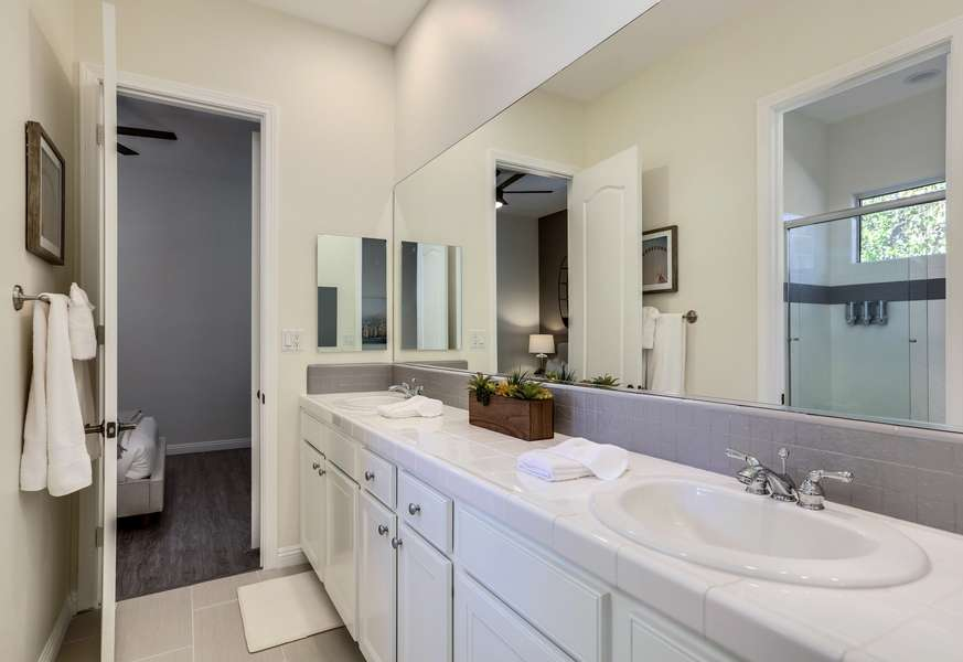 Shared jack and jill bath with shower/tub combo