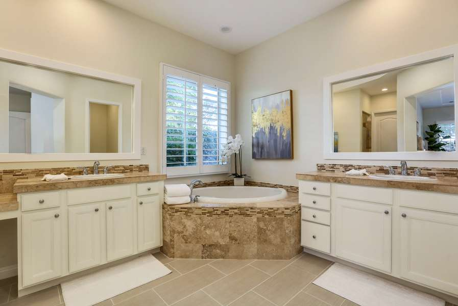 Master en suite with walk in shower, soaking tub, double vanity and walk in closet