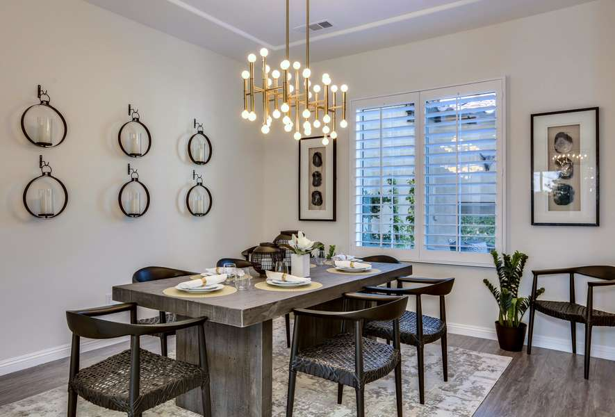 Modern & Elegant Dining Room With Seating for 8 Guests
