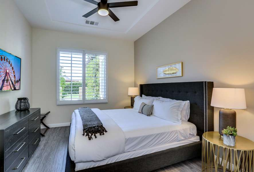 Guest bedroom 4 with king bed