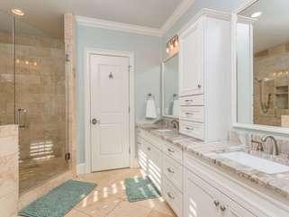 Master Bath - Separate shower/Garden Tub/Dual Vanities/Separate Water Room/Toilet