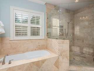 Separate shower/Garden Tub