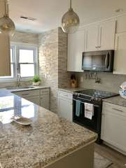 Granite countertops, stainless steel appliances - everything is new!