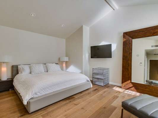 Master bedroom with king Bed and large en-suite bathroom