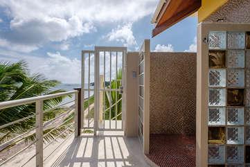 Casa De Bonita Private upper floor deck shower