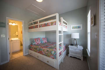 Queen sized upper and lower bunk beds