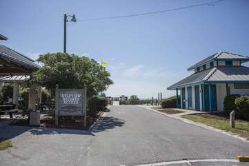 Gulf View Heights beach access w/ public showers, bathrooms, seasonal lifeguards