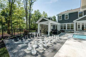 Heated Swimming Pool, Hot Tub, Outdoor Chess, Bathroom, Cabana w/Fireplace