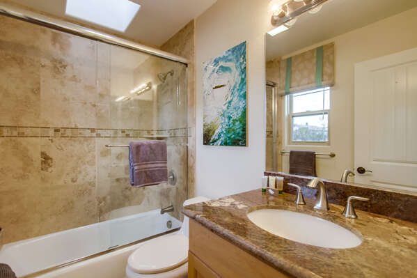 2nd full bathroom with shower/tub combo