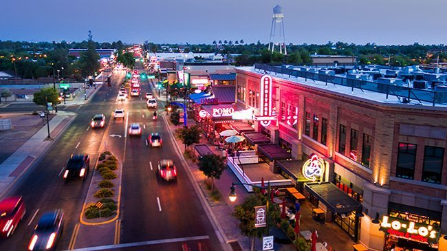 Downtown Gilbert - 10 mins away - Tons of great restaurants, night life, live music and entertainment and brunch spots!